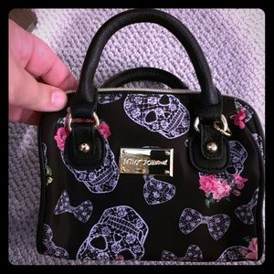 Adorable Betsy Johnson Skull design small bag!